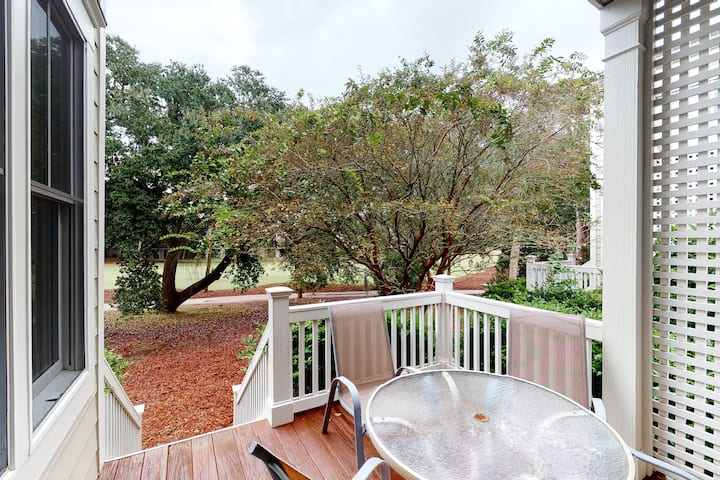 Townhouse w/ golf views, a private gas grill, & free WiFi - near the ocean!