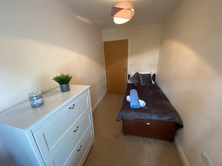Warm single bed for a cosy Grimsby stay