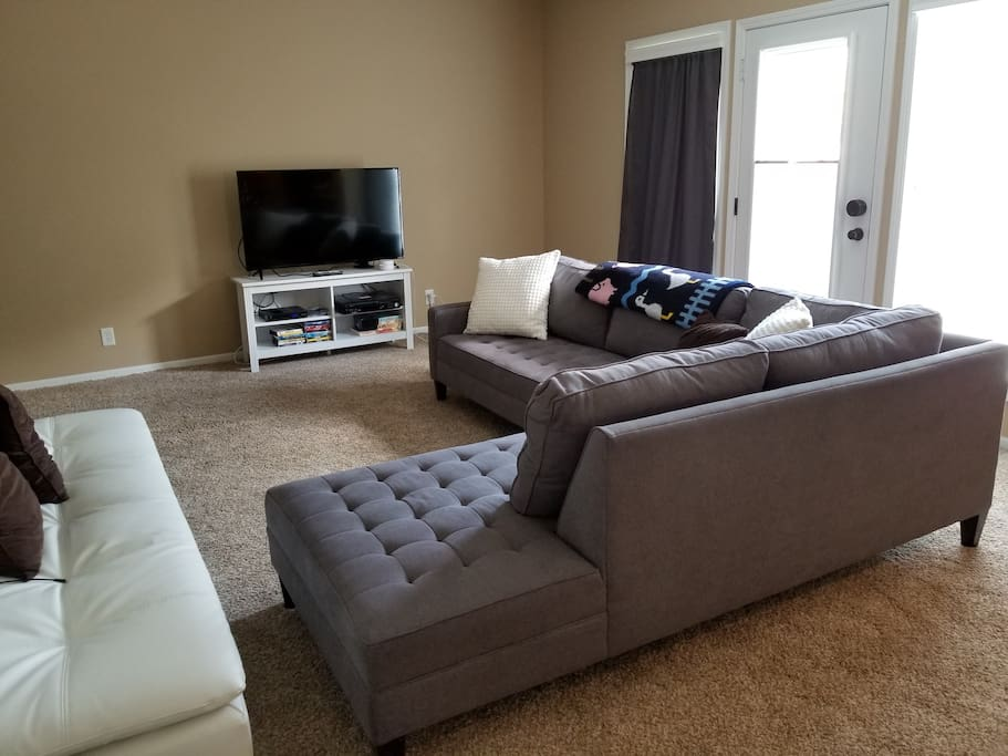 Sitting area with Cable TV and High Speed Internet