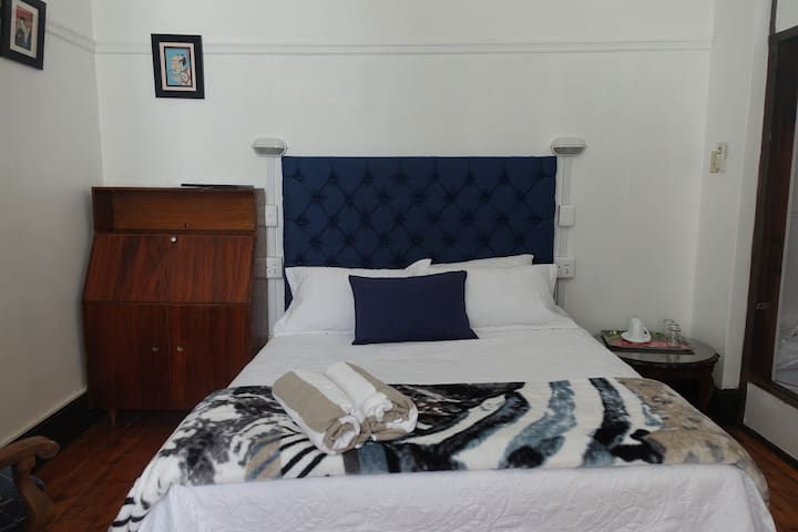 Vredehoekie WELL LOCATED EN-SUITE BEDROOM Unit 2