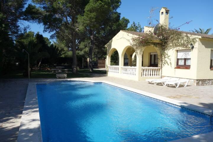 Villa 150m playa con Piscina Privada Aire/A WiFi