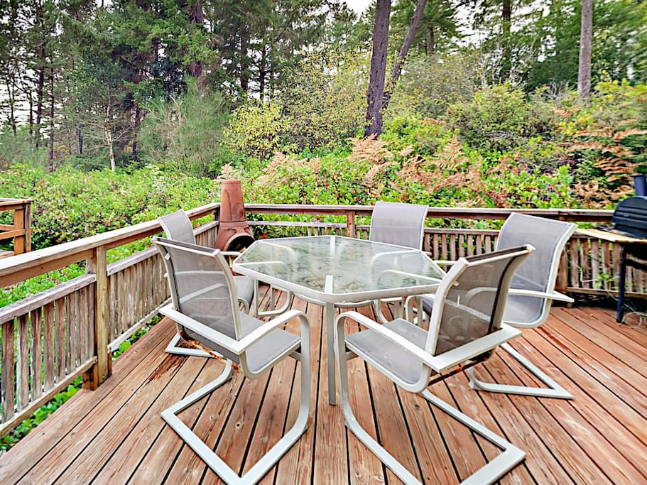 Private back deck with 5-person dining table and smoker.