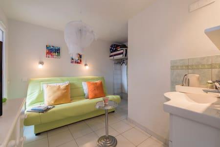 studio (chambre) à louer - Sainte-Maxime - House