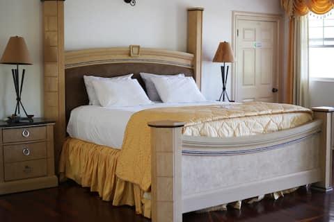 Spacious Luxury Room - Sea view & Swimming Pool