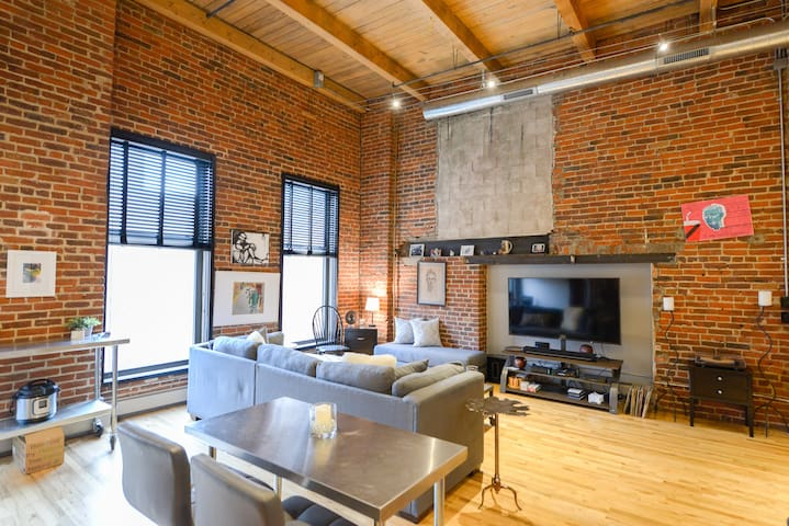 Lodo Loft Walkable to Union Station