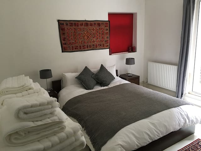 Great Double Room in West Kensington - London - Hus