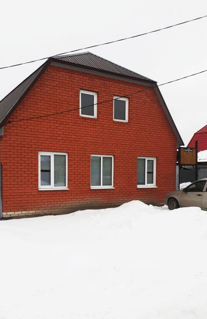 Просторный новый дом с баней