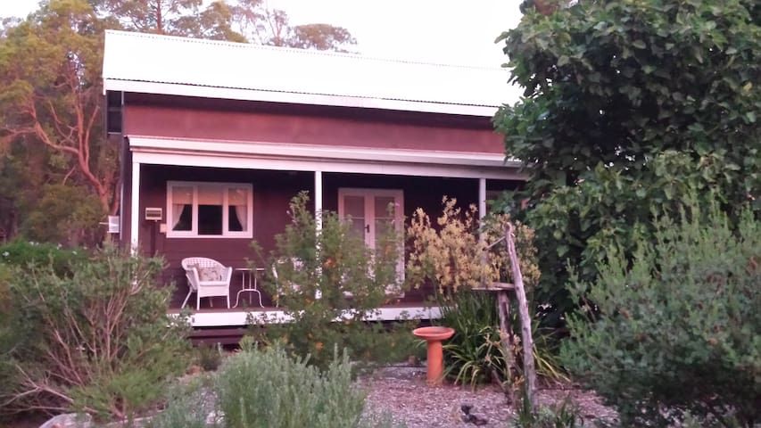 Di's Little  Cabin in Dwellingup