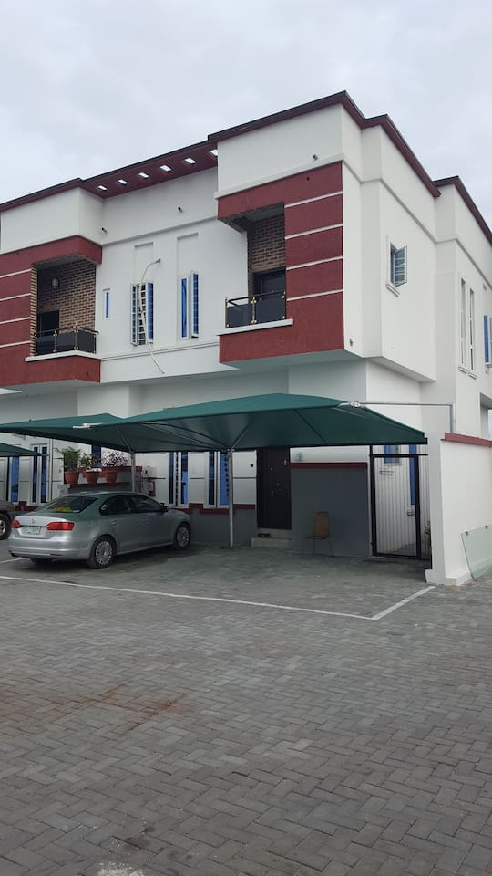 4 Bedroom townhouse 4.5 baths Open plan living room and dining section.. Outdoor sit out. 24/7 security gaurds and power supply