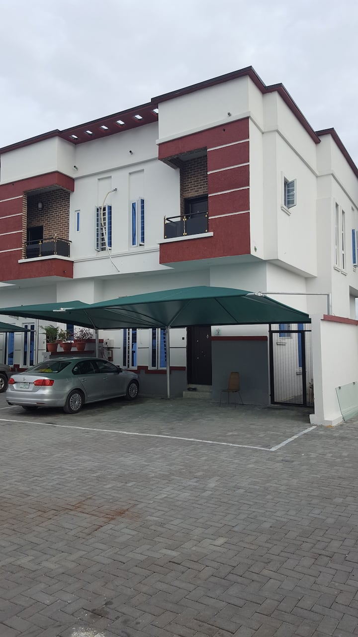 Oasis-4 bedroom townhouse with 24hr electricity