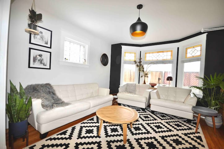 Beautiful Character 2Bdrm in Central Location!