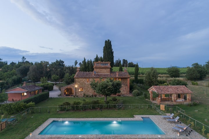 Villa in the rolling hills with private pool