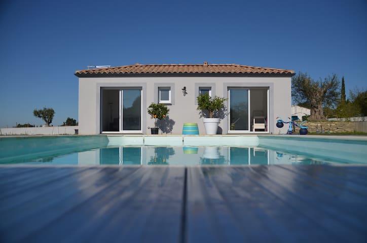 maisonnette, piscine vue sur pyrennees