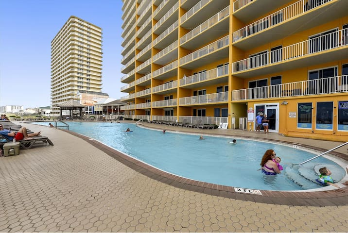 Amenity-Treasure Island Pool-KLH7088.JPG
