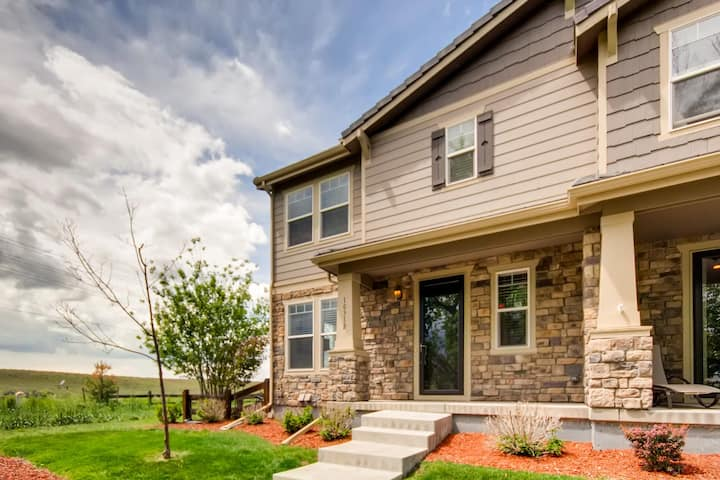 Gorgeously Remodeled 4 bedroom Town home
