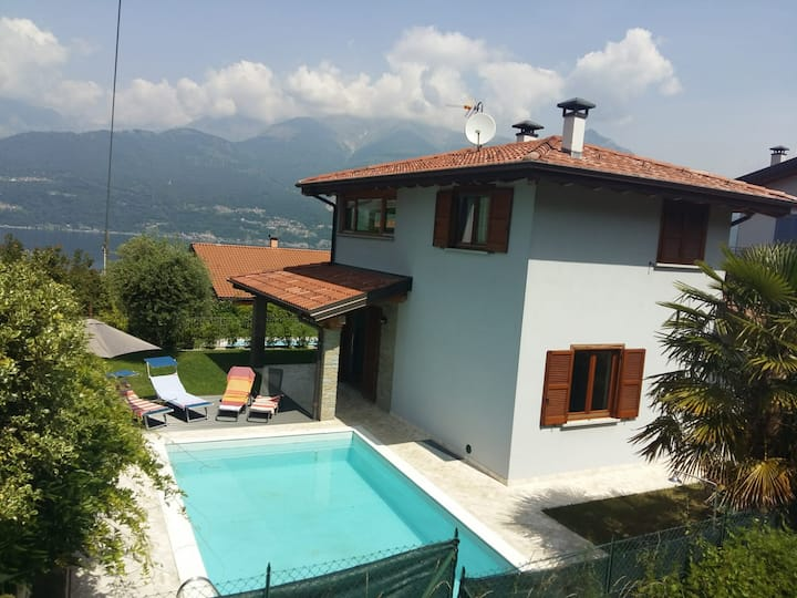 Villa Peonia with garden, pool and lake view