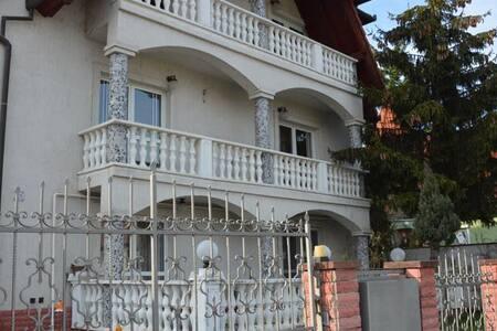 Kristály Apartman, Hévíz, gyógytó közelében - Hévíz - Bed & Breakfast