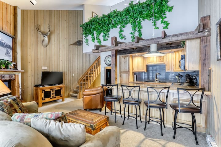 Mt. Bachelor Village condo w/ shared hot tub & pool! Enjoy nearby slope access!