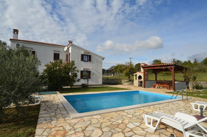 Holiday Home with pool Guerino