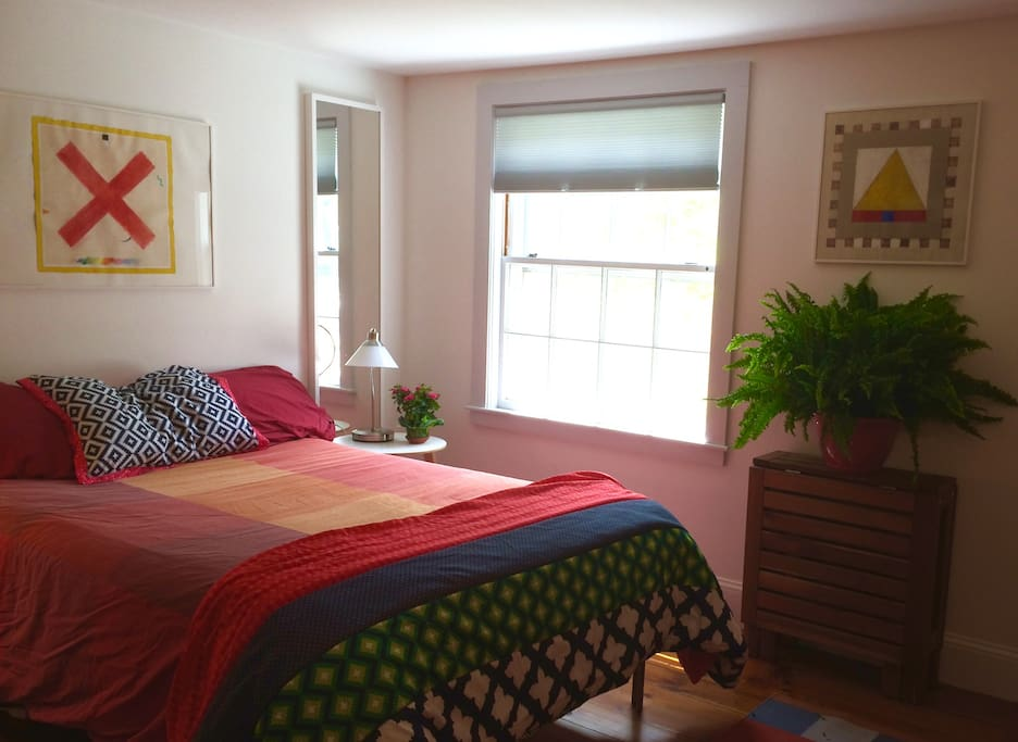 Cozy bedroom, with private door to bathroom, with double bed, wi-fi, easy chair,  reading lamps, books; hot water, coffee supplies, rocking chair and a pull out table/desk.