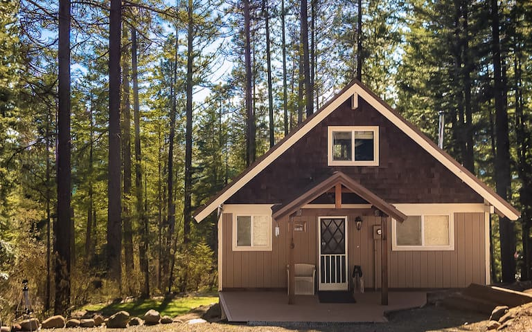 The Langston Cabin: Beauty, Comfort, Spaciousness.