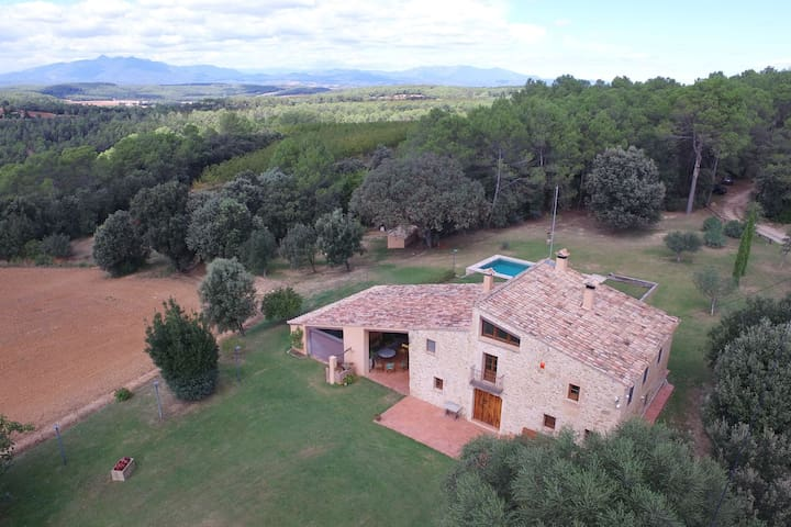 Catalan farmhouse with private pool with a fantastic landscape and environment