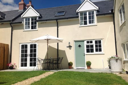 Rose Cottage in an idyllic location, sleeps 4 - Somerset - House