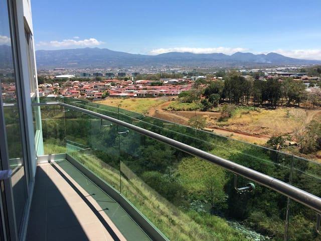 NUEVO, excelente ubicación y linda vista - San José - Lakás