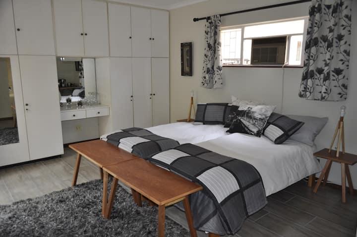 Pawsome Room, Stellenbosch