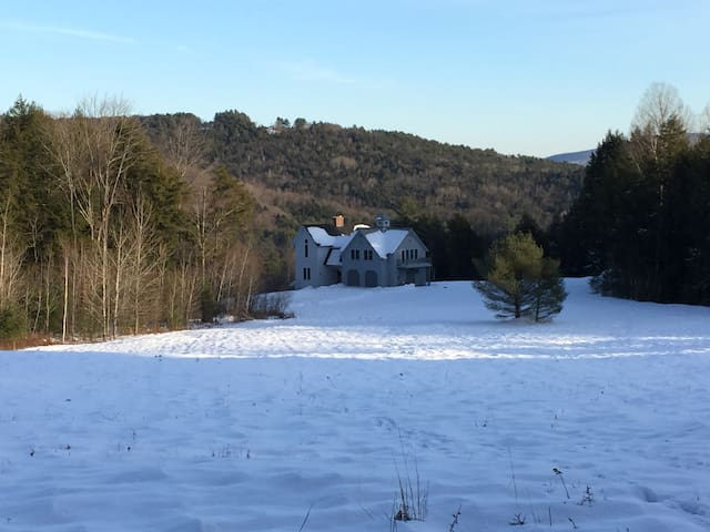 Cozy Carriage Apartment on 20 Acres - Thetford - Huoneisto