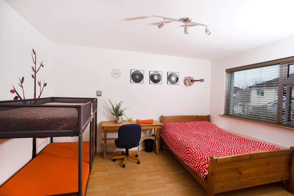 Beautiful bright bedroom. Accommodate only two guests .