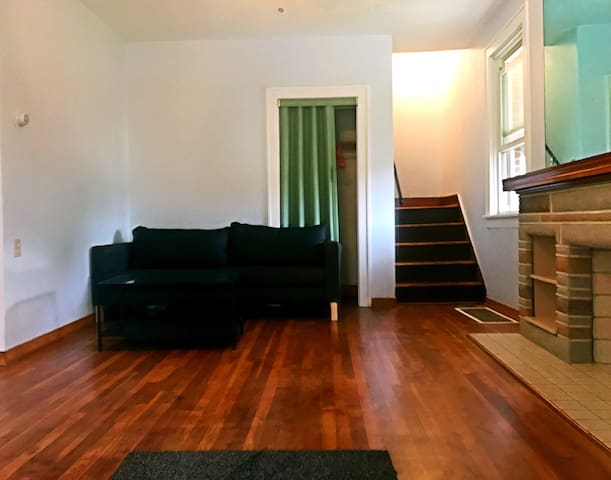 Cozy room with new designer mattress near Downtown