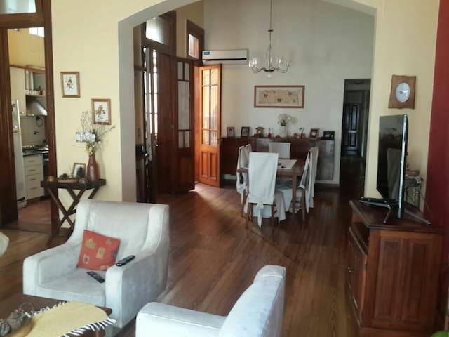 Familia alquila habitacion single - Buenos Aires - Casa
