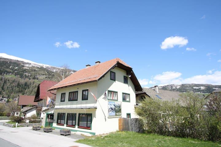 Cozy Apartment in Sankt Margarethen im Lungau near Ski Lift