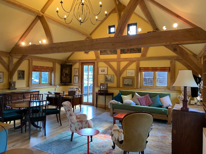 Charming cottage with minstrels gallery in 7 acres