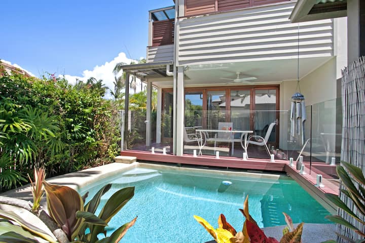 Noosa - Stylish Riverside Villa