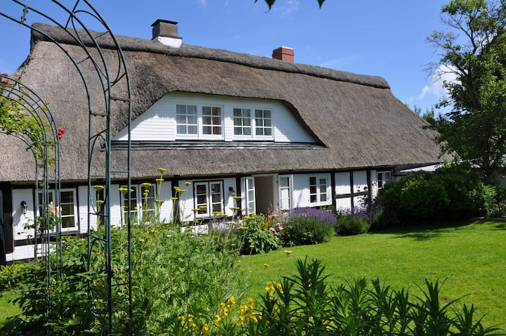 """Thatched House with """"Tenne"""" at the Baltic Sea"""