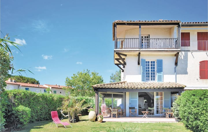 Beautiful home in Port Grimaud with 3 Bedrooms and WiFi