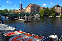 Rent a Canoe or Sloop and sail your own city tour instead of the traditional canal-boat cruises. At Club SPAARNE located at the river Spaarne in Haarlem, you can rent a motor boat from 17.50 €  per hour (like a: zodiac or sloop) and SAIL YOURSELF