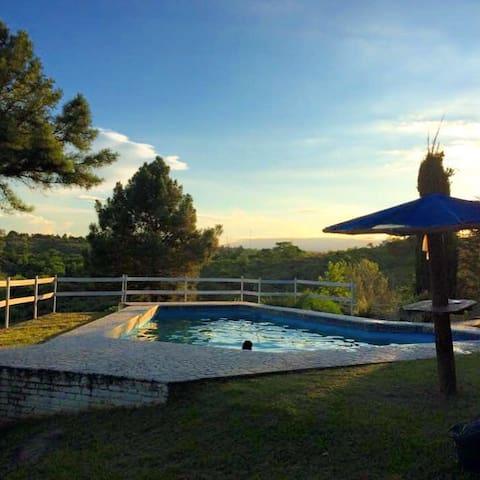 Increíble casa en medio de la montaña con vista - Villa Parque Síquiman - Casa