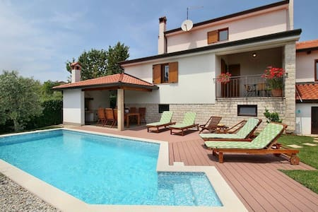 Villa Grande House Marina - Rogovici ( Tar ) - วิลล่า