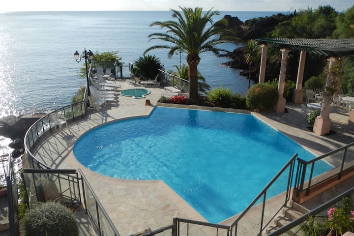 WATERFRONT HOUSE- PRIVAT BEACH AND SWIMING POOL - Théoule-sur-Mer - Apartemen