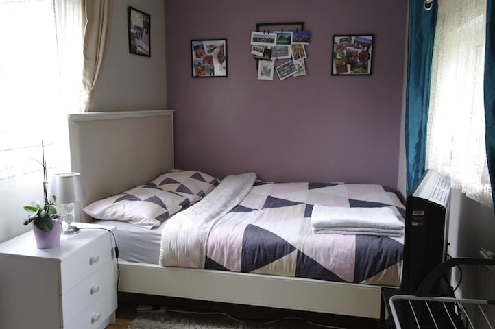 Cosy&clean&cheap room only 15 minutes from Gatwick