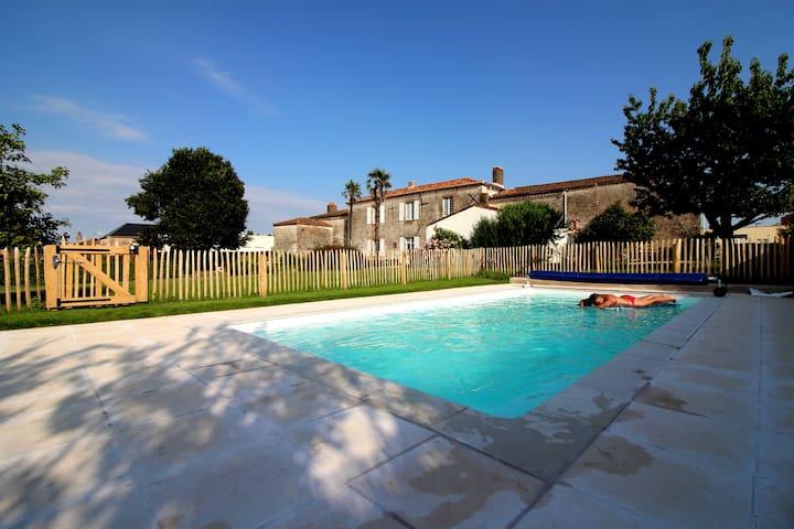 Gite dans maison ancienne - piscine