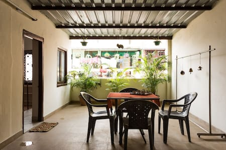 Top 20 new delhi vacation rentals serviced apartments for Sunflower terrace 29 palms