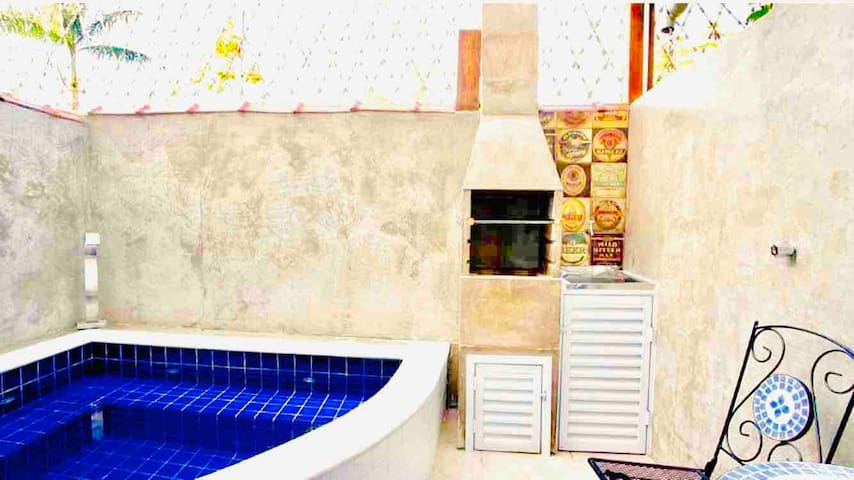 Casinha Linda ! Piscina Privat./Ar cond./Churrasq.