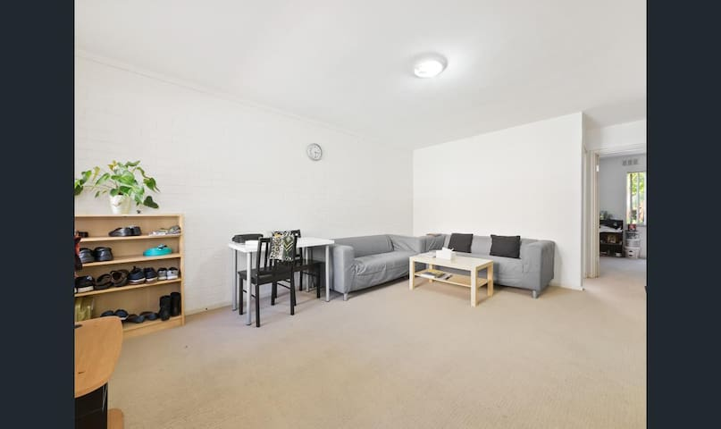 Comfortable Inglewood apartment with Pool