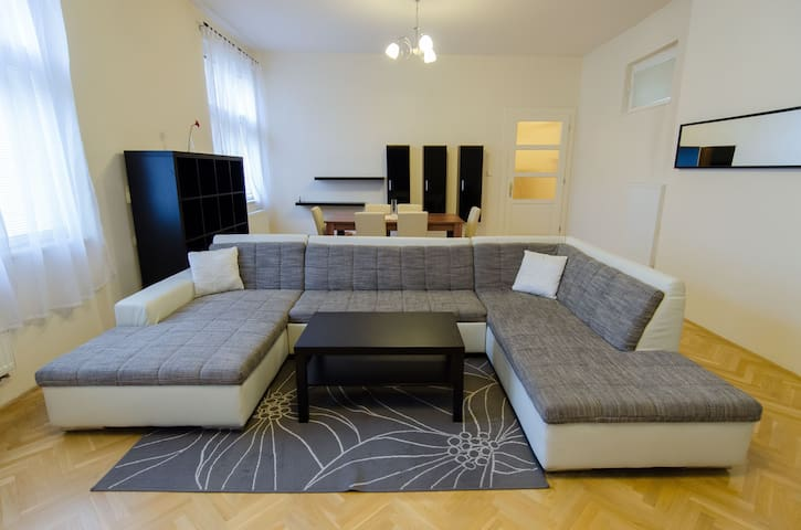 Lovely spacious apartment in centre - Košice - Pis