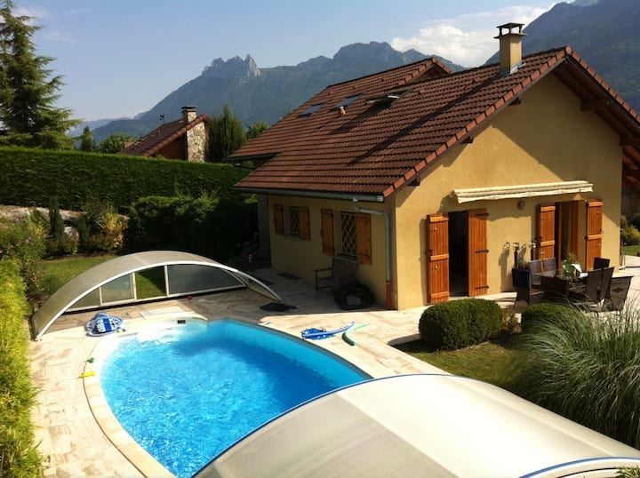 House with pool in walking distance of Lake Annecy