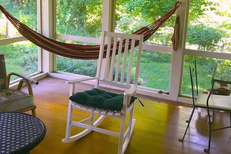 Creekside Haven - Wi-Fi, Porch, Peace